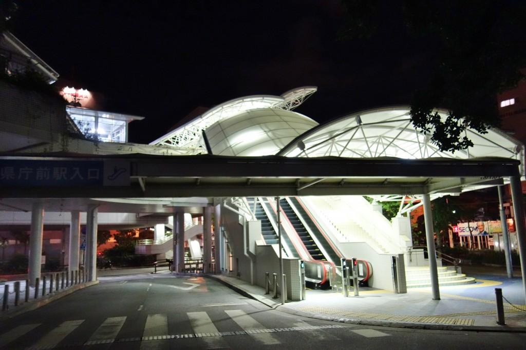 夜明け前の県庁前駅