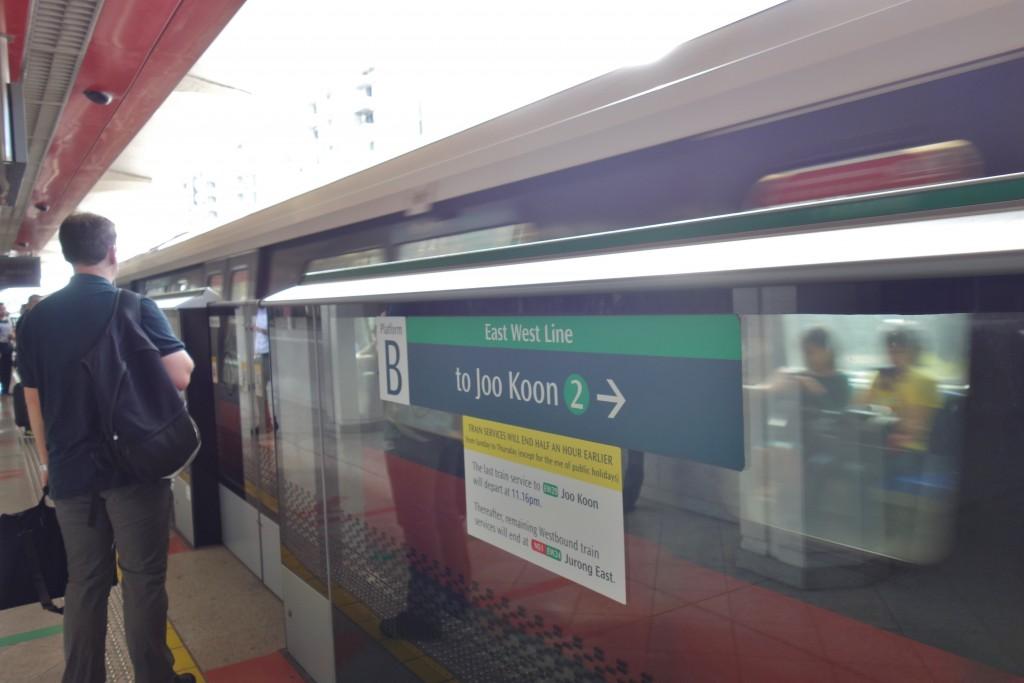 シンガポール 電車