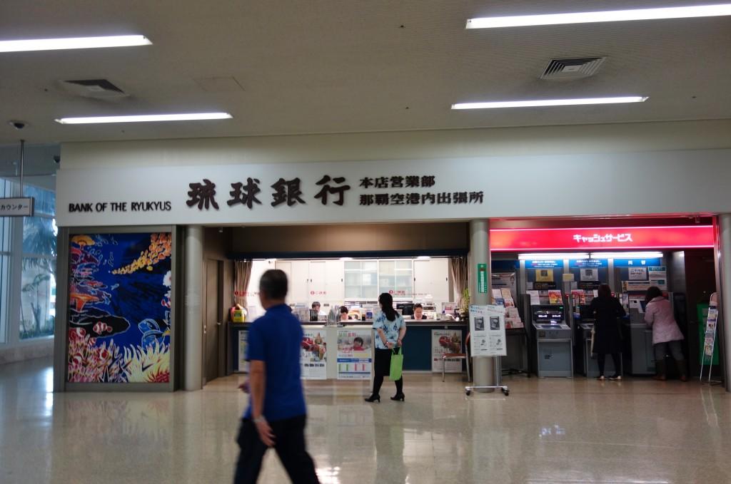 那覇空港食堂入口