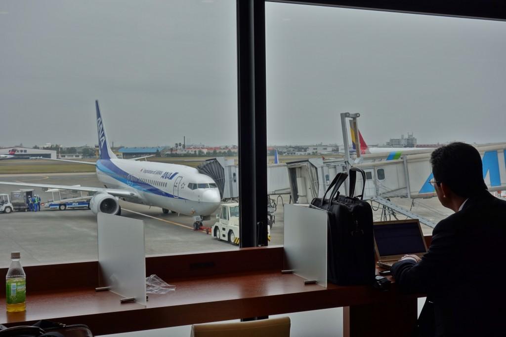 NH608 羽田行き