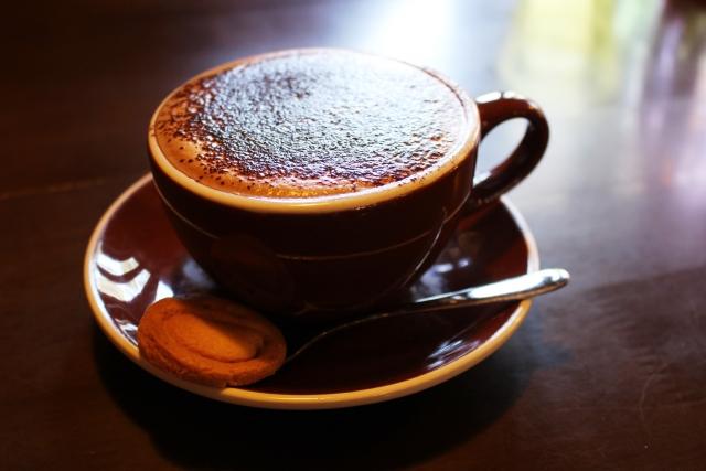 ココアパウダーたっぷりのコーヒー