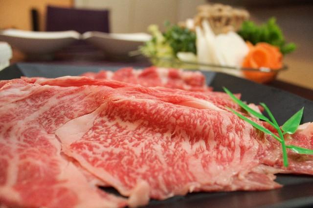 霜降り肉ですき焼きを作ります