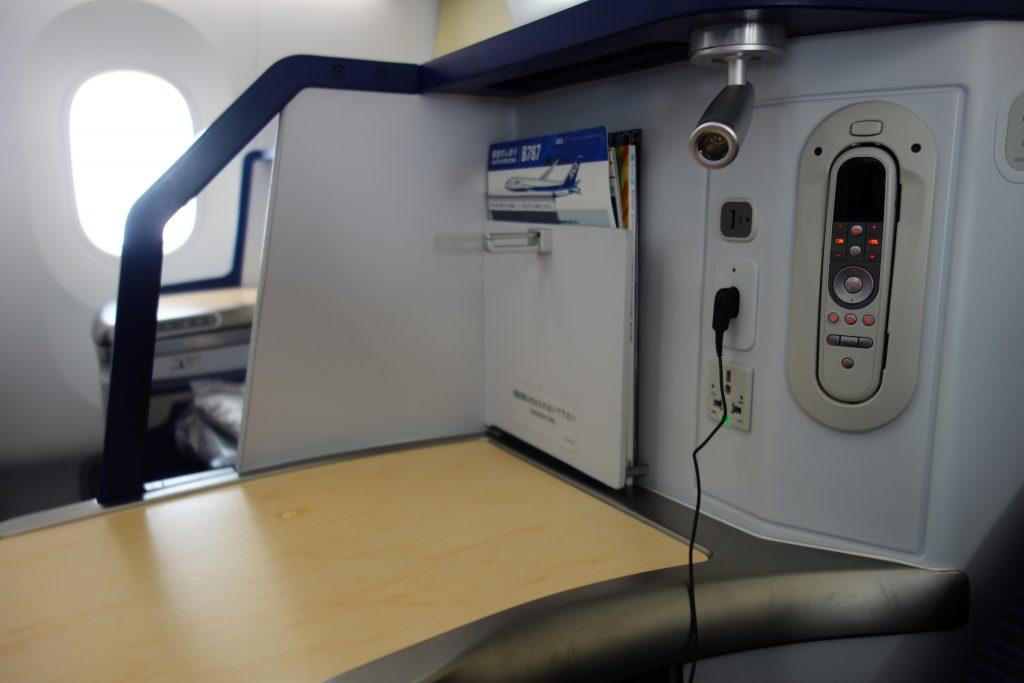 B787-9 ビジネスクラスシート周辺機器