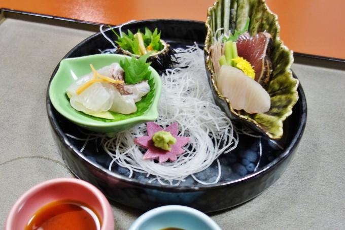 山翠楼の夕食(刺身盛り)