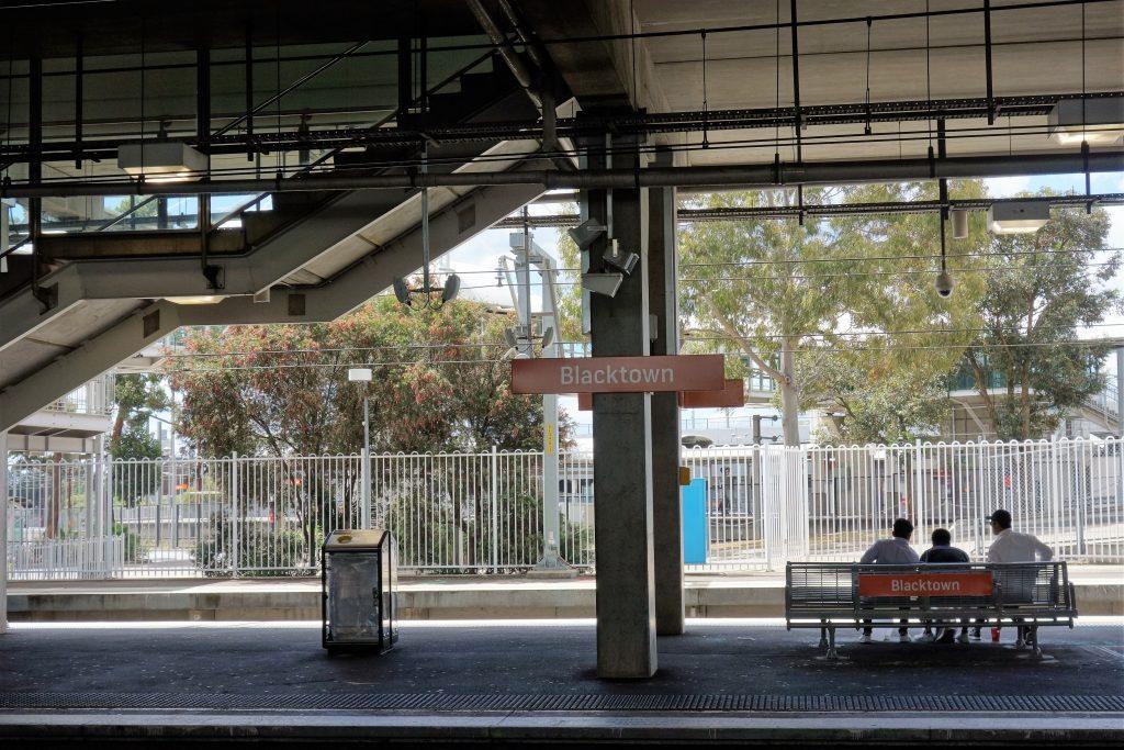 フェザーデール動物園最寄り駅のブラックタウン