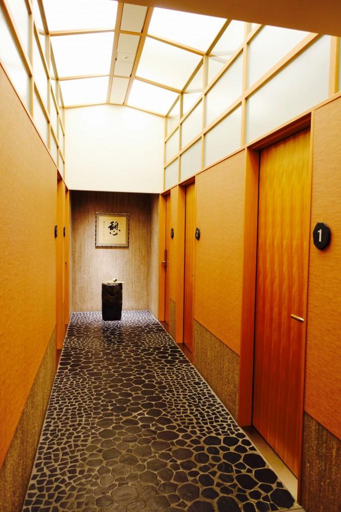 シャワー室廊下