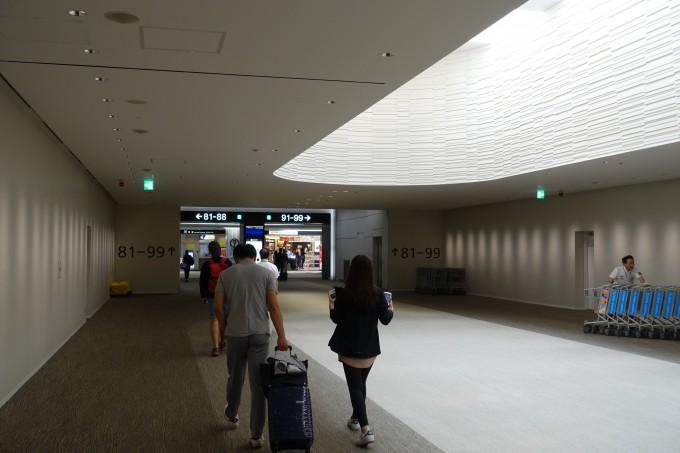 成田空港第2ターミナルサテライト入口