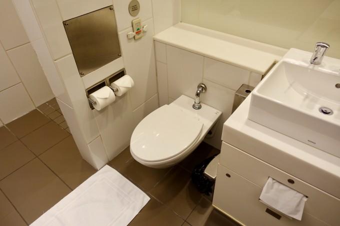 カンタス航空ラウンジシャワールームトイレ