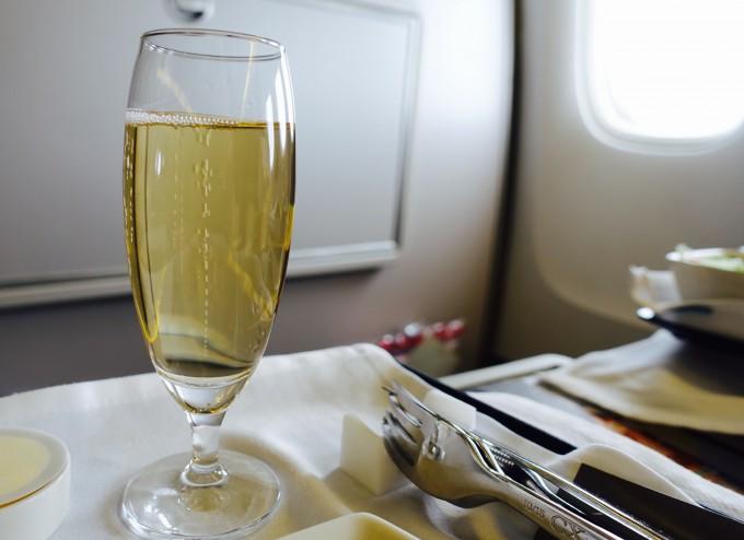 キャセイパシフィック航空ビジネスクラス シャンパン
