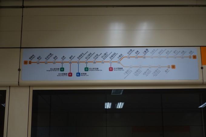三重駅 ホーム