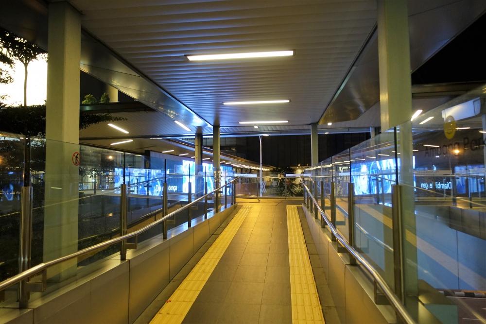 アンパンパーク駅ショッピングモール歩道橋