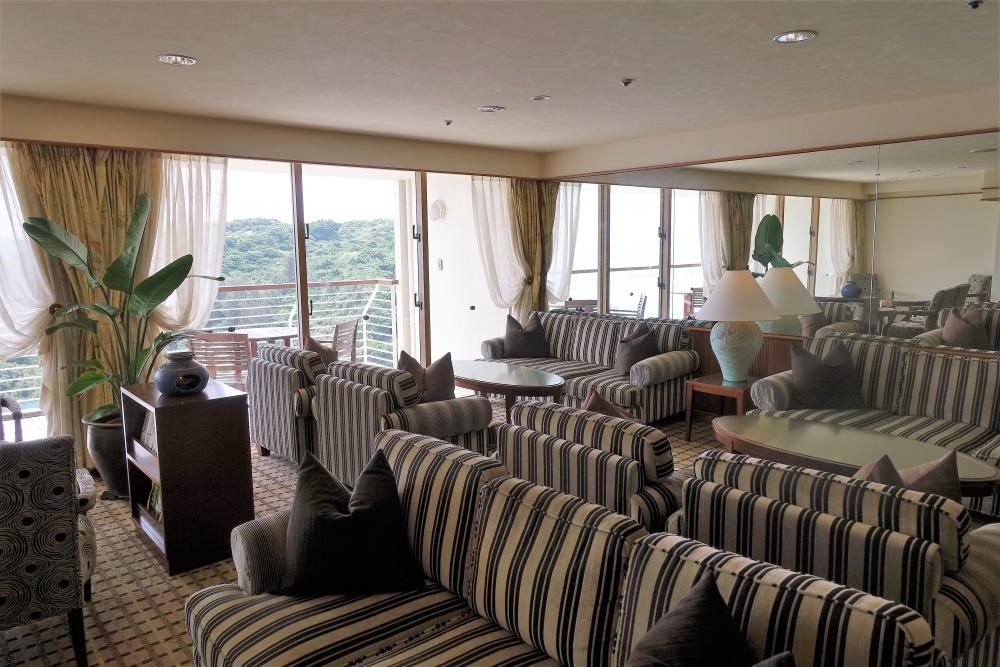 ルネッサンスリゾートオキナワのクラブラウンジ座席