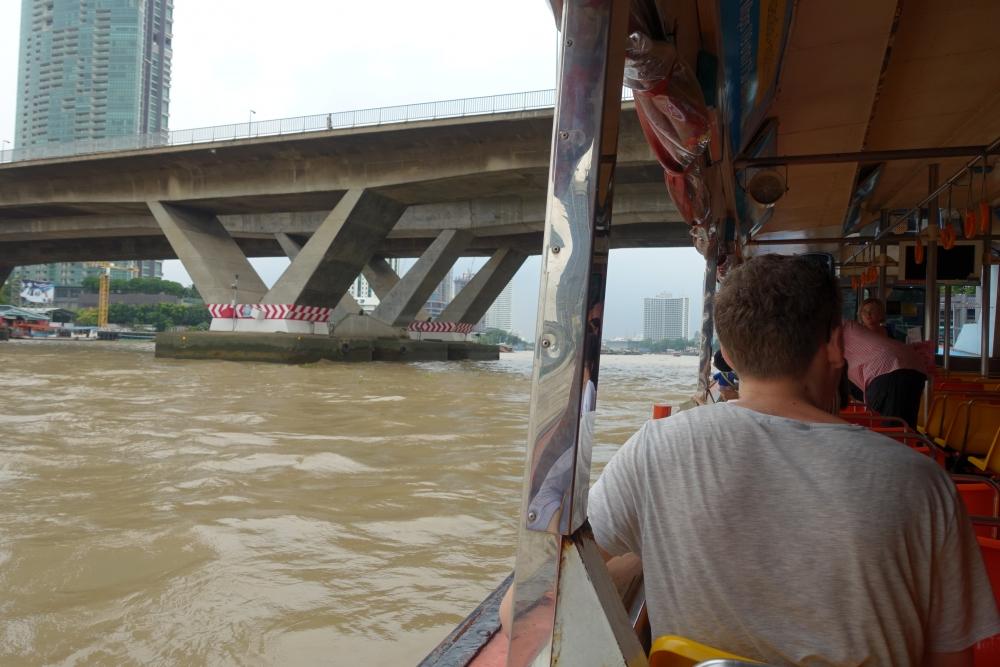 タイ・水上バスからの眺め