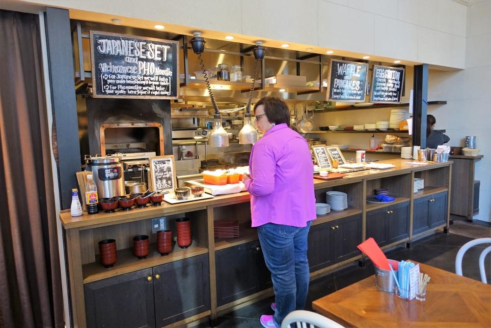 レストラン「ラヴァロック」の注文式カウンター