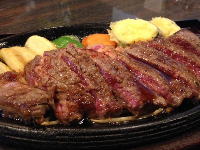 モニターで食べるステーキはお得感もあって、いつもより美味しく感じます