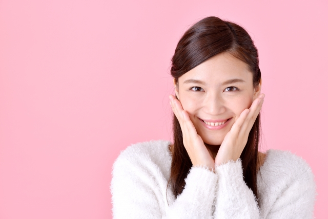 ポイントサイトを利用して笑顔になる女性