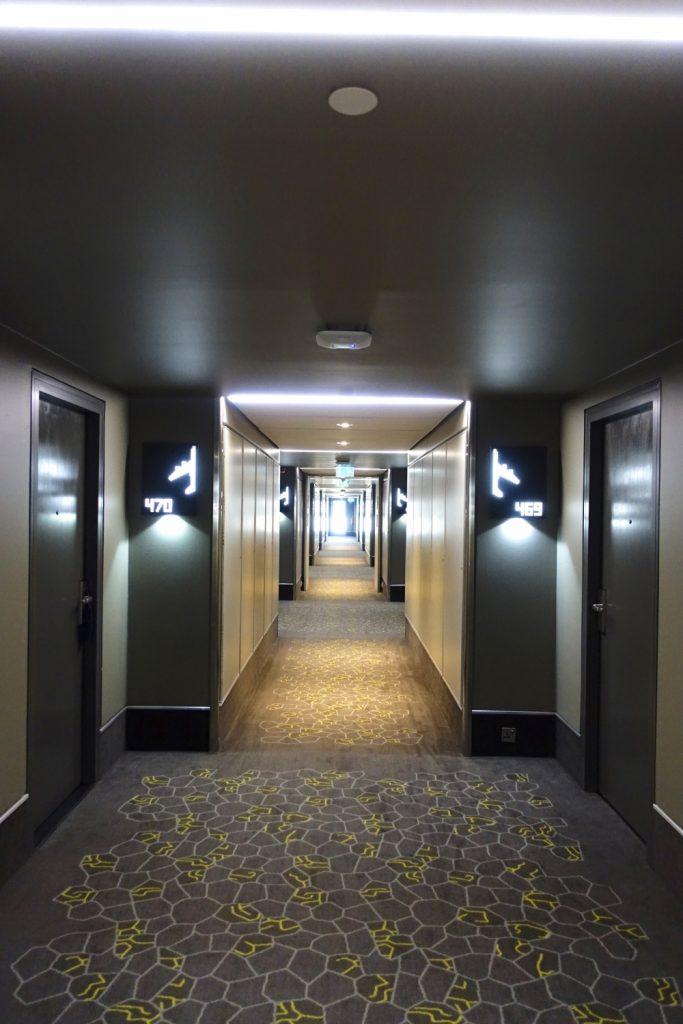 ヒルトン・ロンドン・ヒースローエアポート客室廊下