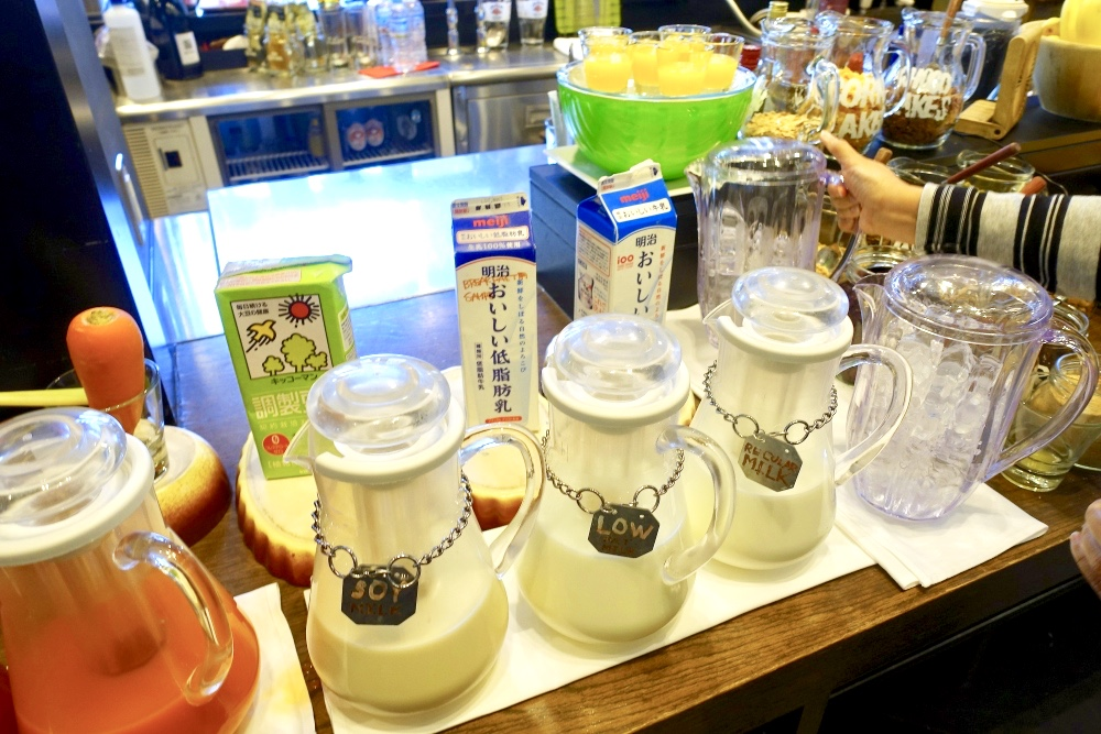 レストラン「ラヴァロック」のミルクコーナー