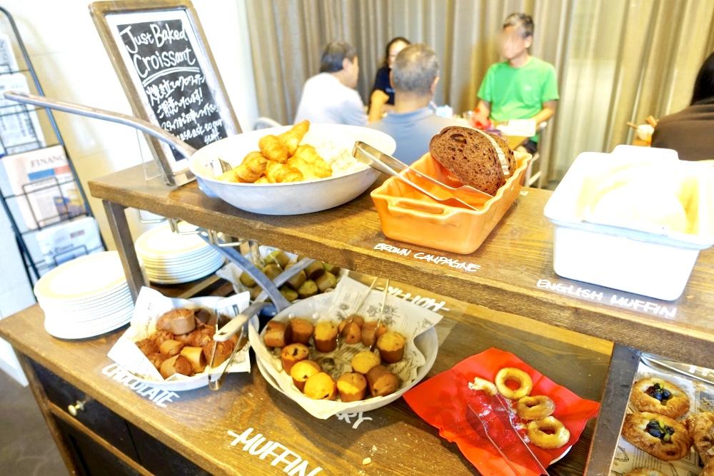 レストラン「ラヴァロック」のマフィンカウンター