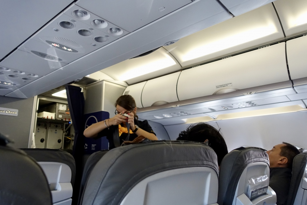 ルフトハンザドイツ航空 セイフティーデモンストレーション
