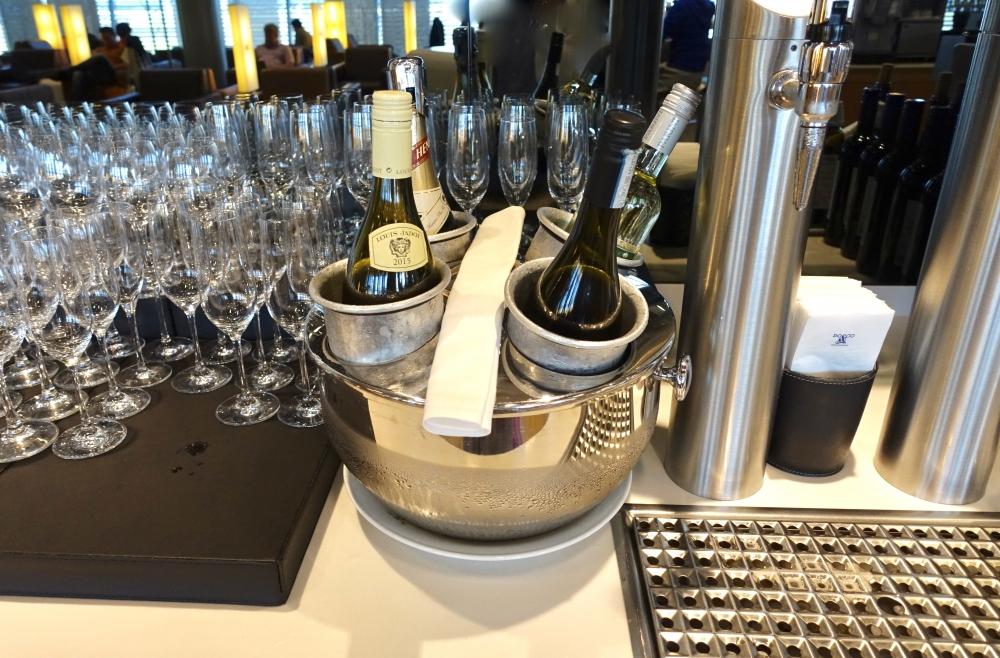 ヒースロー空港 ルフトハンザセネターラウンジ ワイン