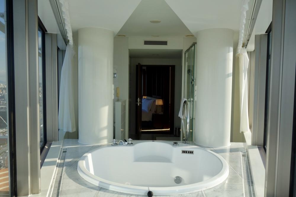 ヒルトン福岡 パノラミックスイート バスルームからの眺め