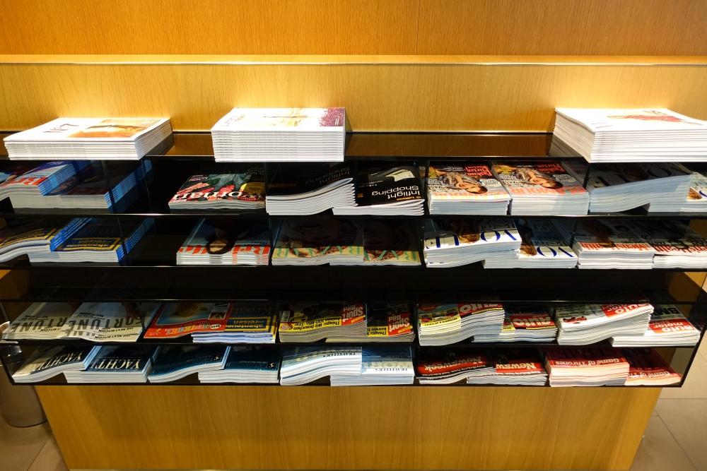 ルフトハンザ航空ファーストクラスターミナルの雑誌コーナー