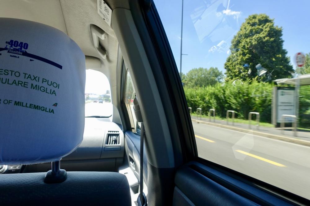 ミラノ リナーテ空港からタクシーで市内へ移動
