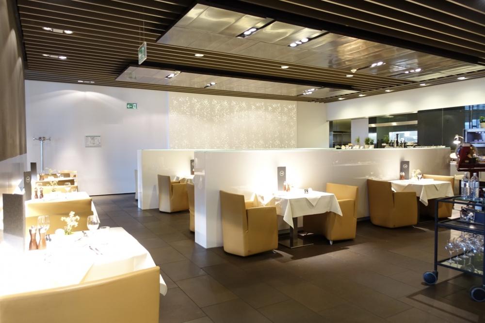 ルフトハンザ航空ファーストクラスターミナルのレストラン全景
