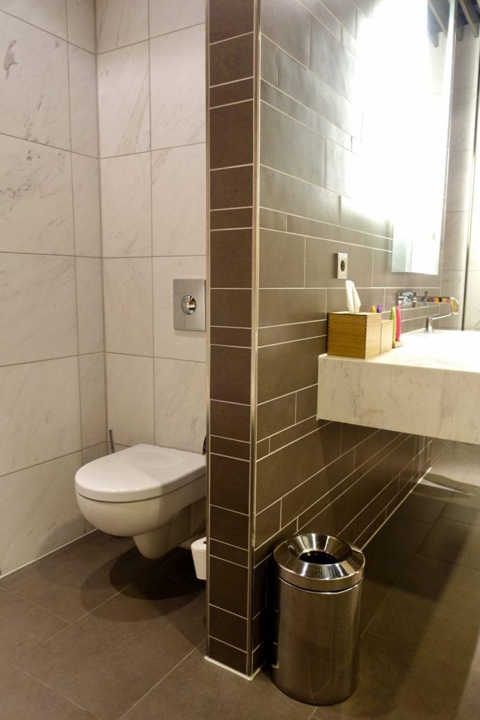 ルフトハンザ航空ファーストクラスターミナルのバスルームにあるトイレ