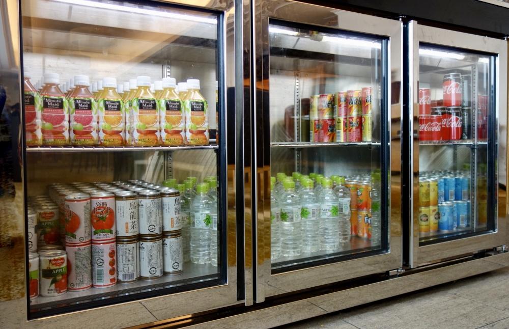 ヒルトン福岡シーホーク エグゼクティブラウンジでは、常時ジュースやミネラルウォーターを提供