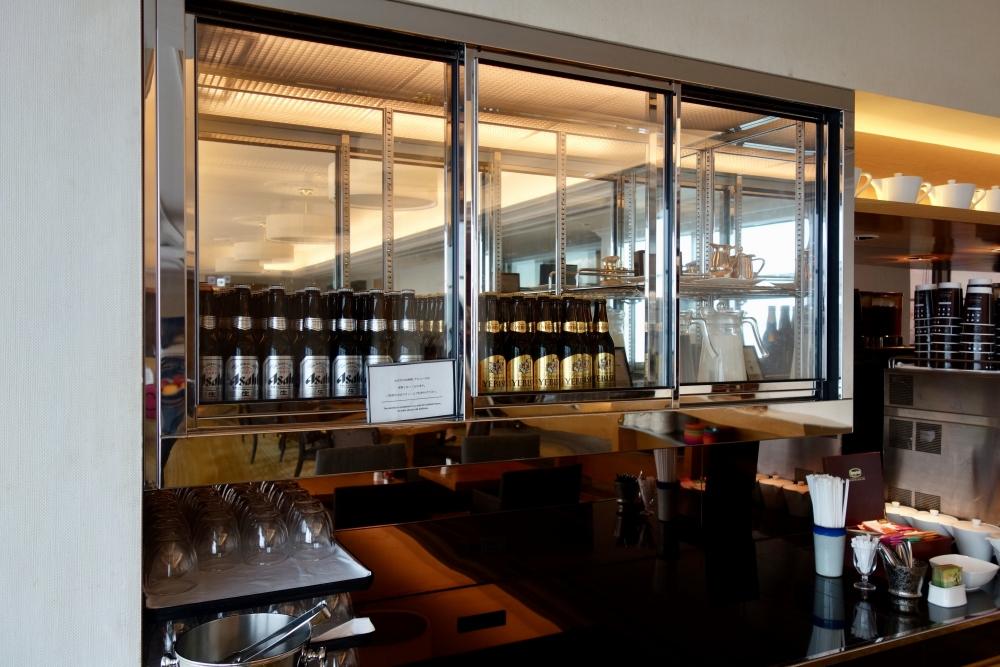 ヒルトン福岡シーホーク エグゼクティブラウンジ アルコール類は時間限定。時間外は有料。