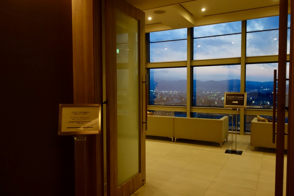 ヒルトン福岡シーホーク エグゼクティブラウンジ 夜の部は34階で