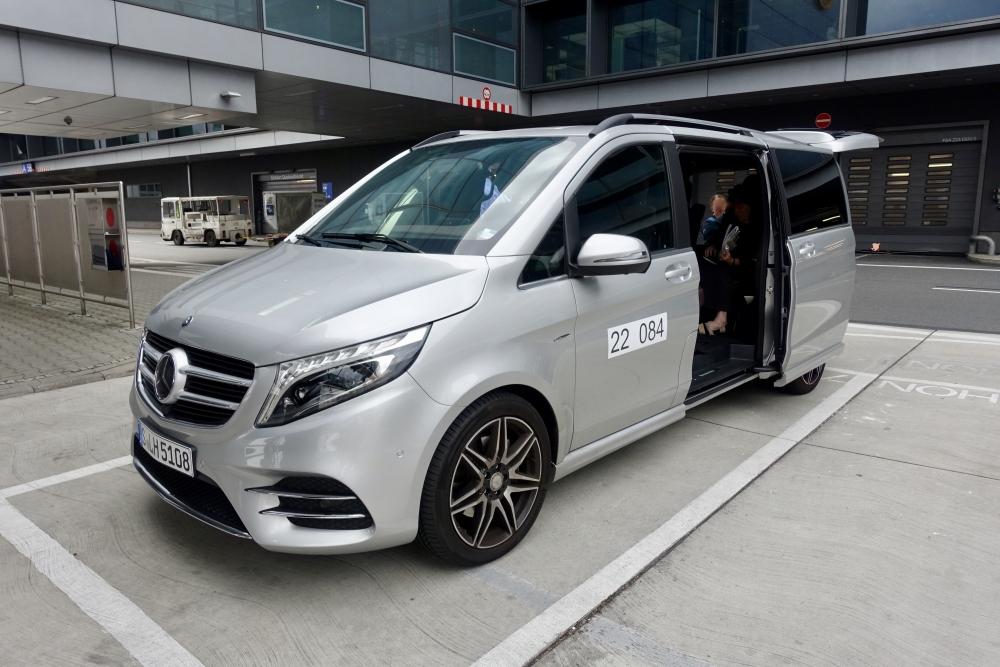 フランクフルト国際空港 ルフトハンザ ファーストクラス専用送迎車