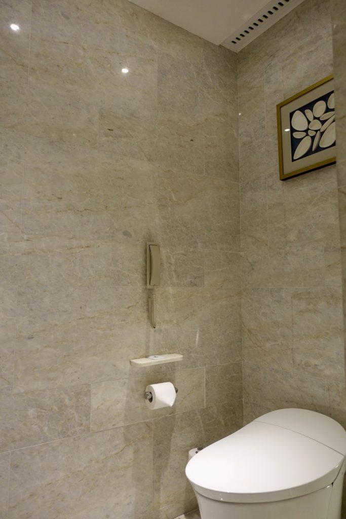 セントレジス上海静安 カロラインアスタースイート トイレ