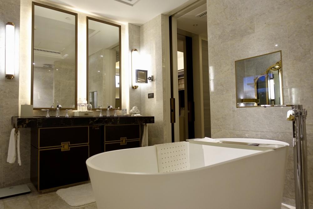 セントレジス上海静安 カロラインアスタースイート 大理石でできたバスルーム