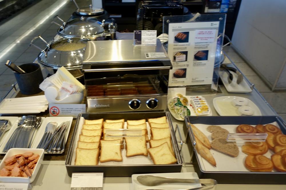 成田空港第1ターミナル 第5サテライト ANAスイートラウンジ 朝食のパン