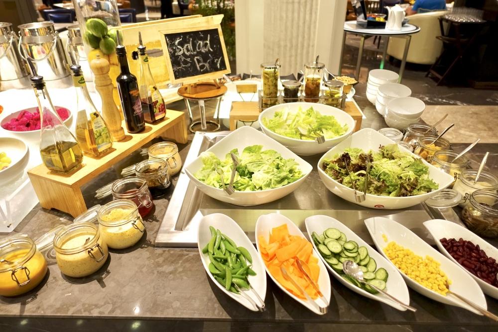 セントレジス上海静安の朝食会場 サラダバー