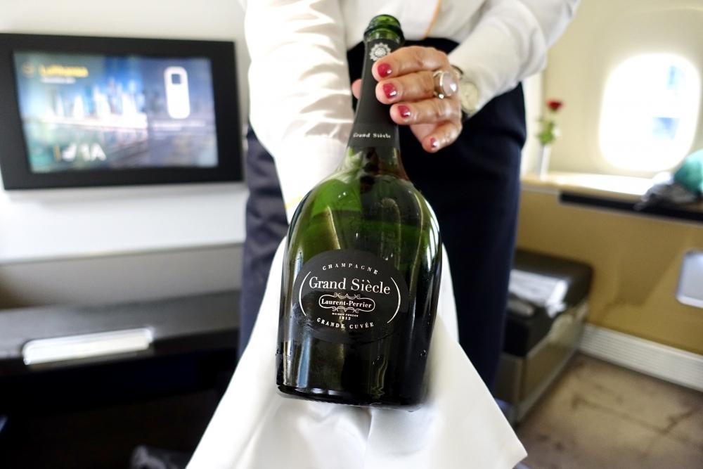 ルフトハンザ ファーストクラス シャンパン