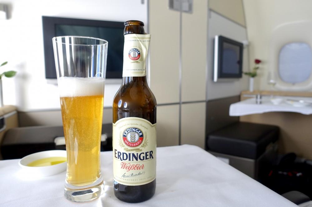 ルフトハンザ ファーストクラス 機内食 ビール エルディンガー