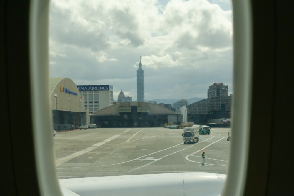 台北松山空港に到着