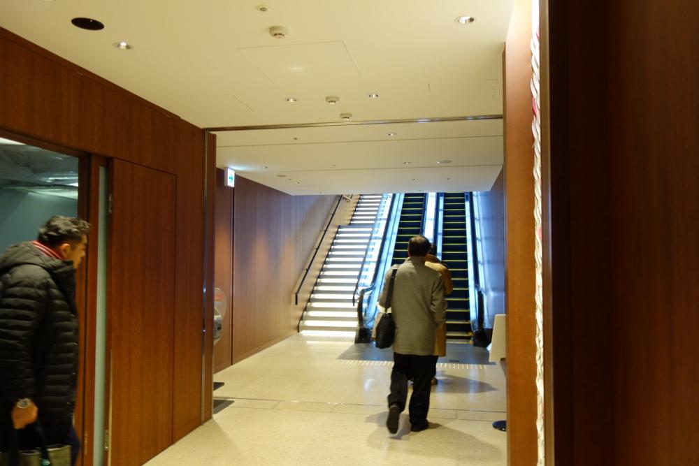 福岡空港 JALダイヤモンド・プレミアラウンジ エスカレーター