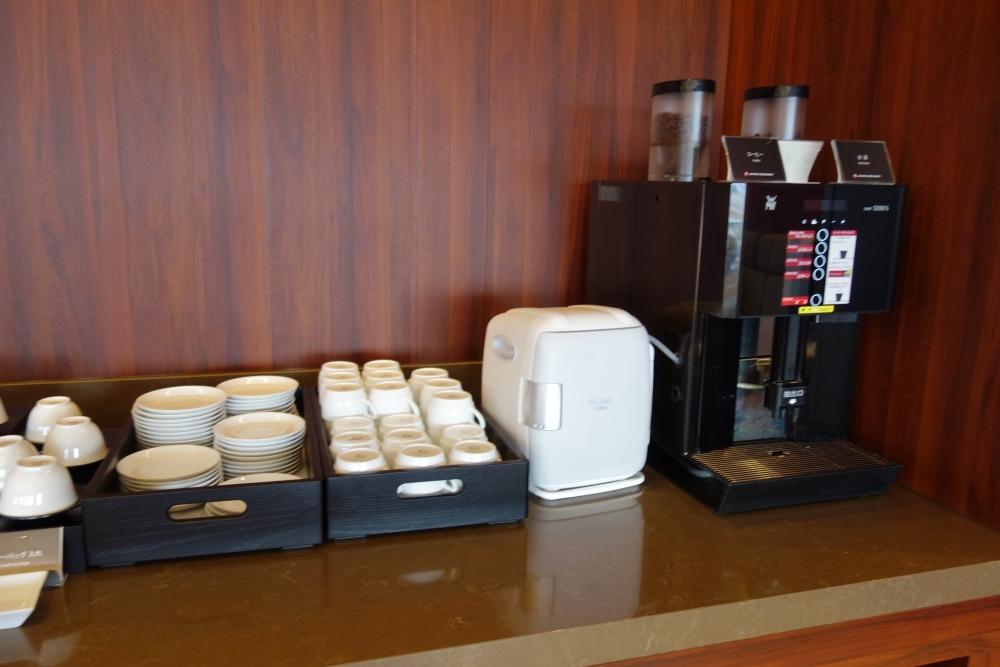 福岡空港 JAL国内線ダイヤモンド・プレミアラウンジ コーヒーメーカー