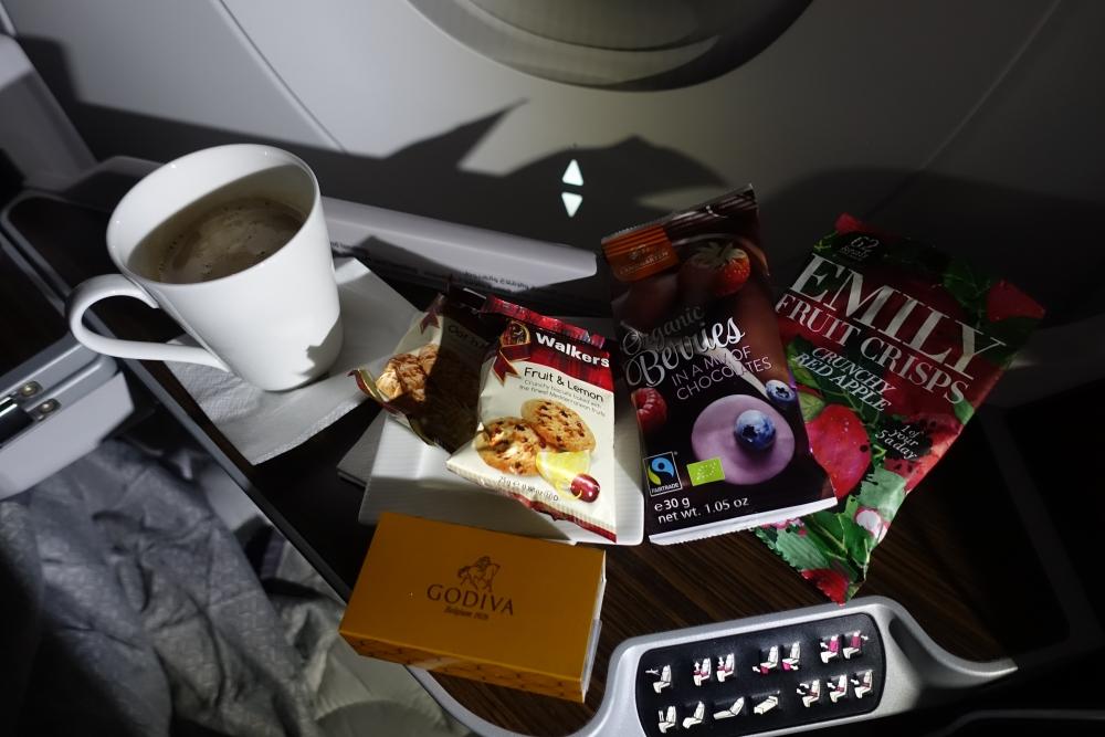 カタール航空 QR813便 ビジネスクラスキャビン スナック