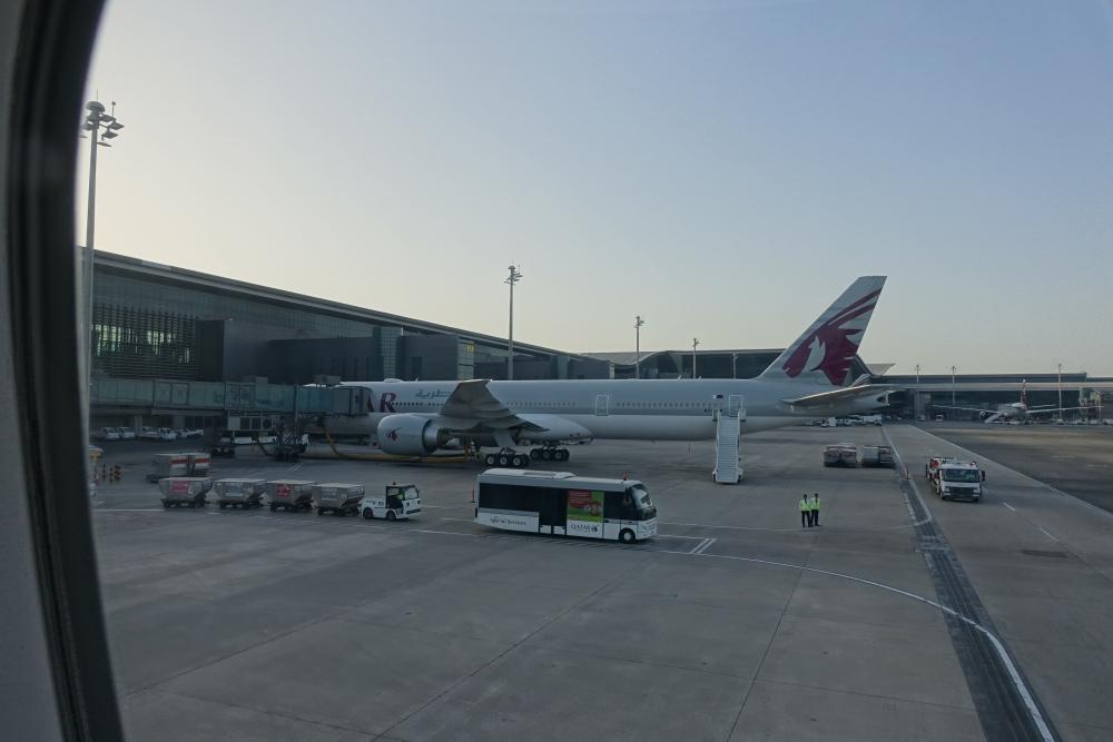 カタール航空 QR813便 ドーハ・ハマド国際空港に到着