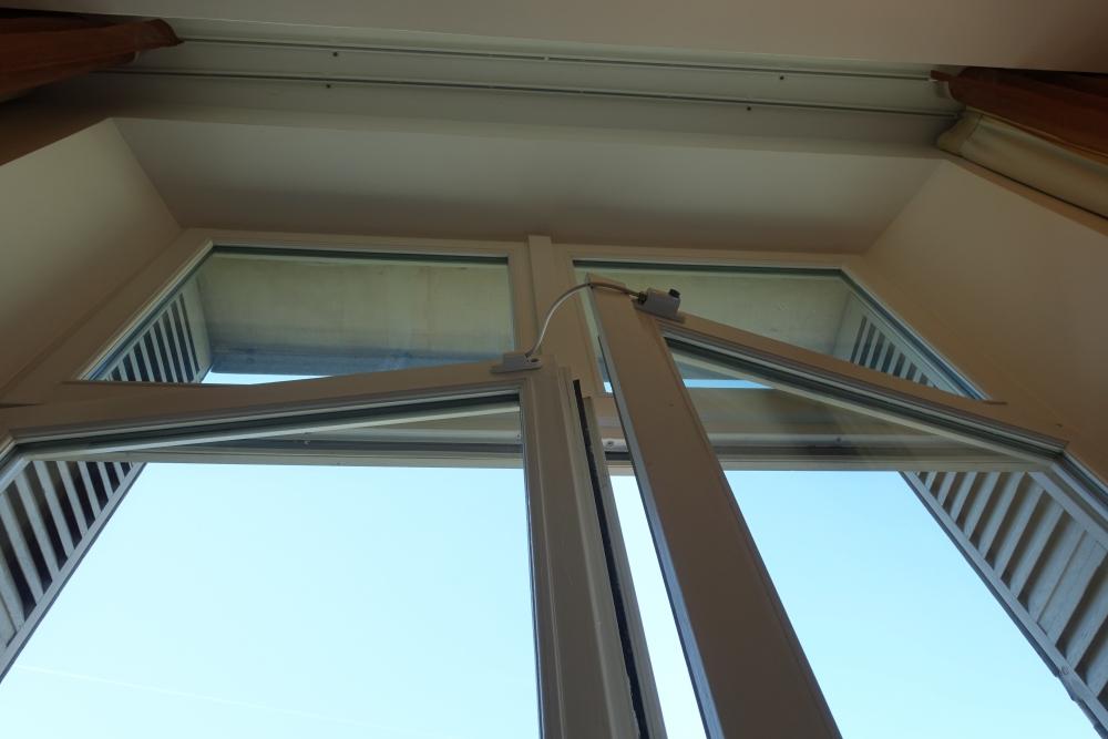 Wパリ スペクタキュラールーム 窓は少ししか開きません