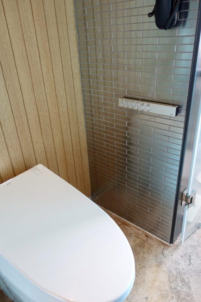 W上海 ワンダフルルーム トイレはウォシュレット付き