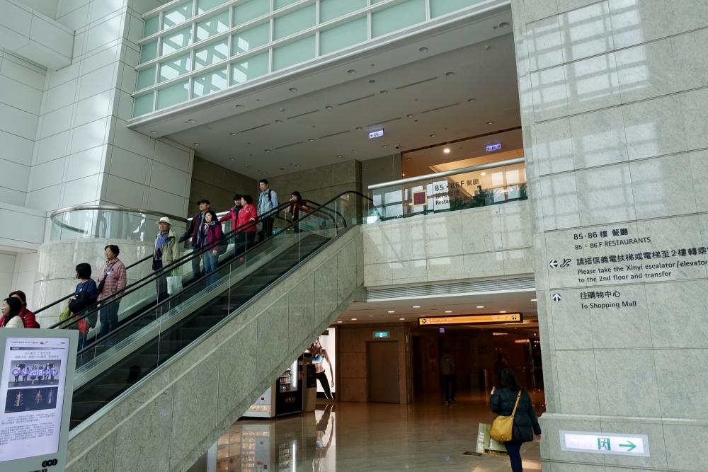 台北101 レストランへのエレベーター