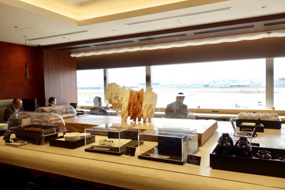 福岡空港 JALダイヤモンド・プレミアラウンジ ダイニングエリア