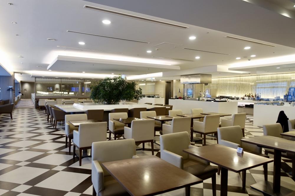 羽田空港国際線ターミナル JALファーストクラスラウンジ ダイニング オープンキッチン